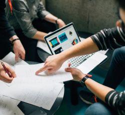مراحل طراحی سایت و عقد قرارداد در ریتاهاست به چه شکل است؟